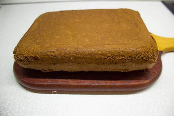 Даём бисквиту остыть