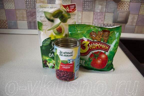 Ингредиенты для салата с фасолью и сухариками